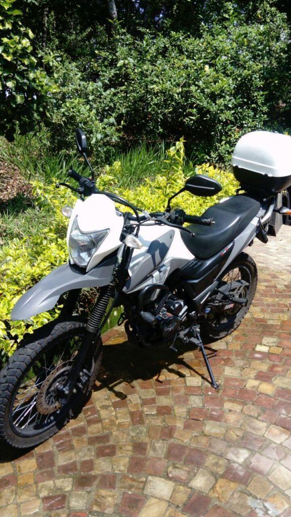 VENTA MOTO AKT TT 125 CC COMO NUEVA $3.200.000
