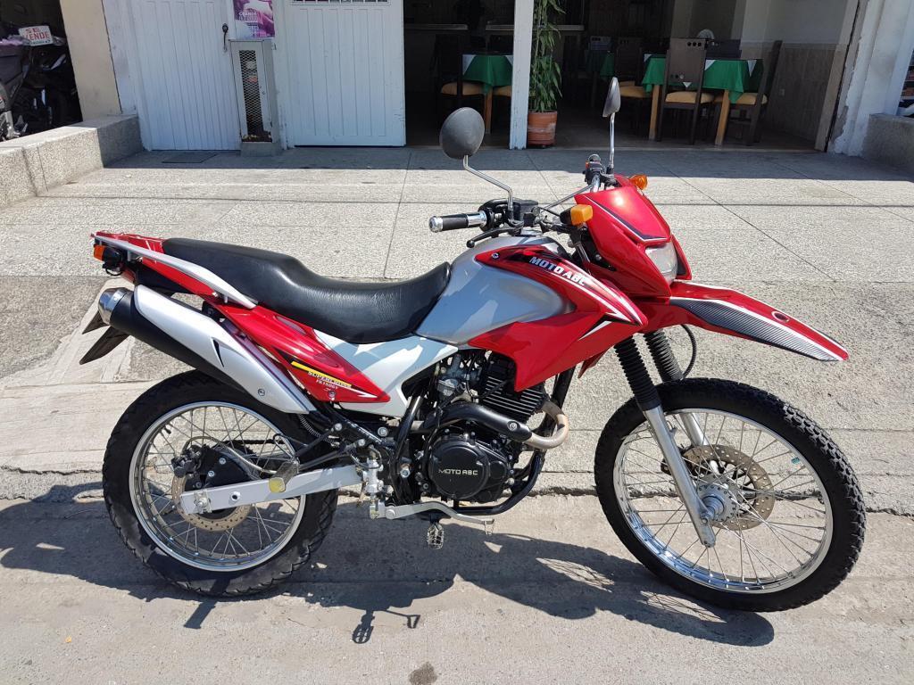 se vende moto enduro 150 modelo 2013 al dia