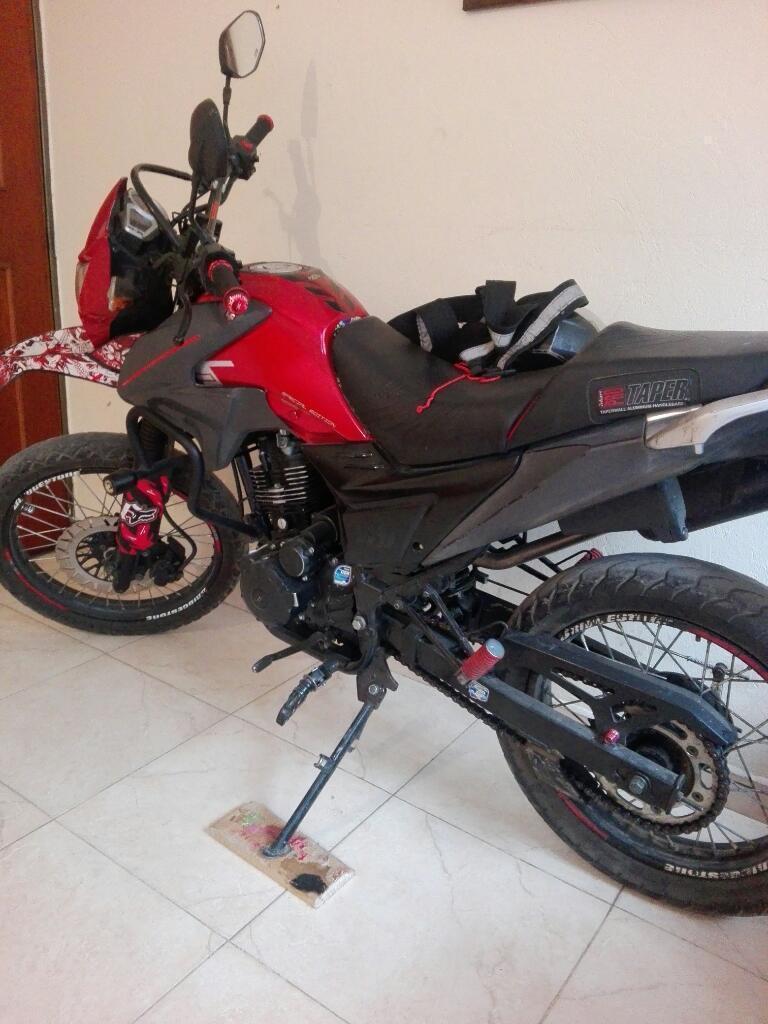 Vendo Moto Akt 150 Modelo 2015