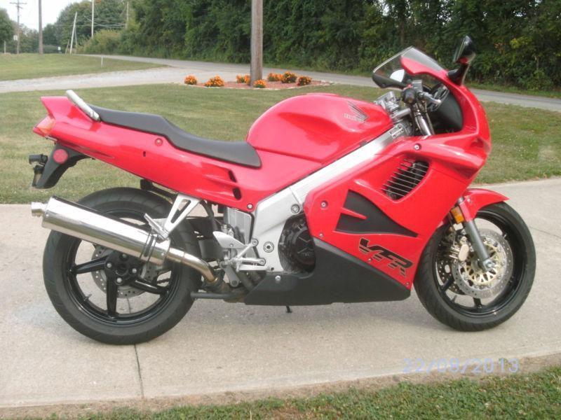 Vendo u/o Permuto Moto Honda VFR 750, se escuchan ofertas