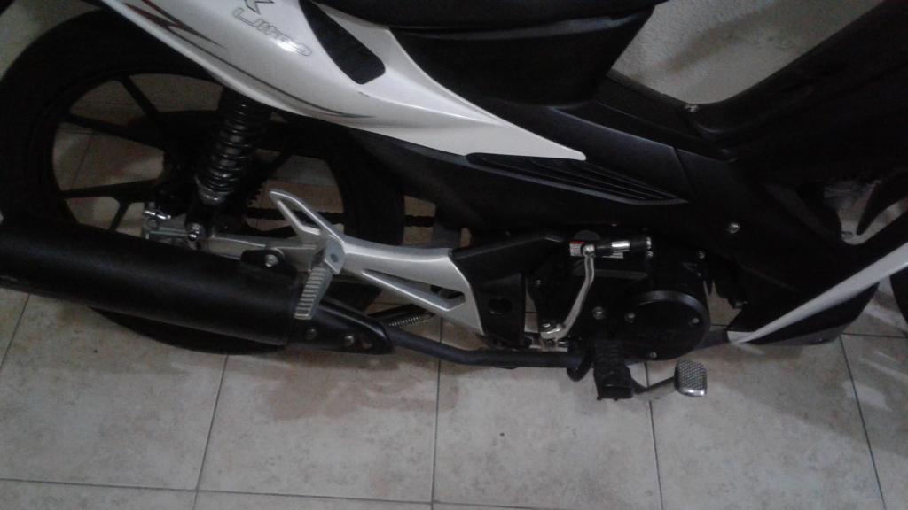 Vendo Moto AKT Flex 125 / 4.300 Km unicamente