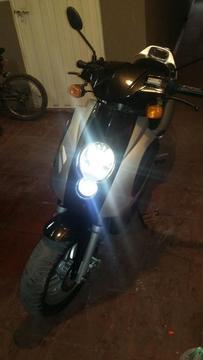 Vendo O Permuto Moto Automatica 150