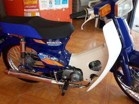 VENDO HERMOSA C90 MOTOR STANDAR FULL TODA LLANTAS RINES AMORTIGUADORES NUEVOS SISTEMA ELÉCTRICO FUNCIONAL