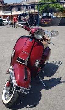 Hermosa Vespa Piaggio 94 Italiana