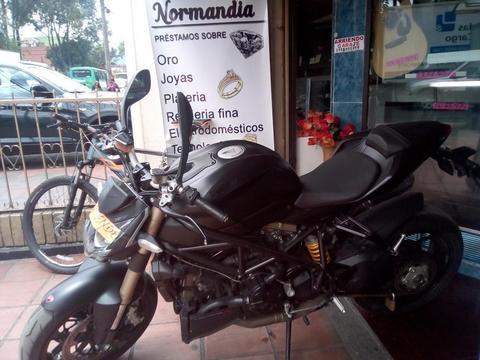 Vendo Moto Ducati Modelo 2014